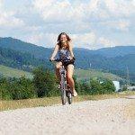 Las personas felices andan en bicicleta