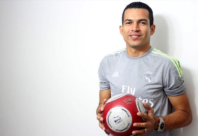 Actividades extracurriculares y clases de fútbol en la escuela Víctor Montoya