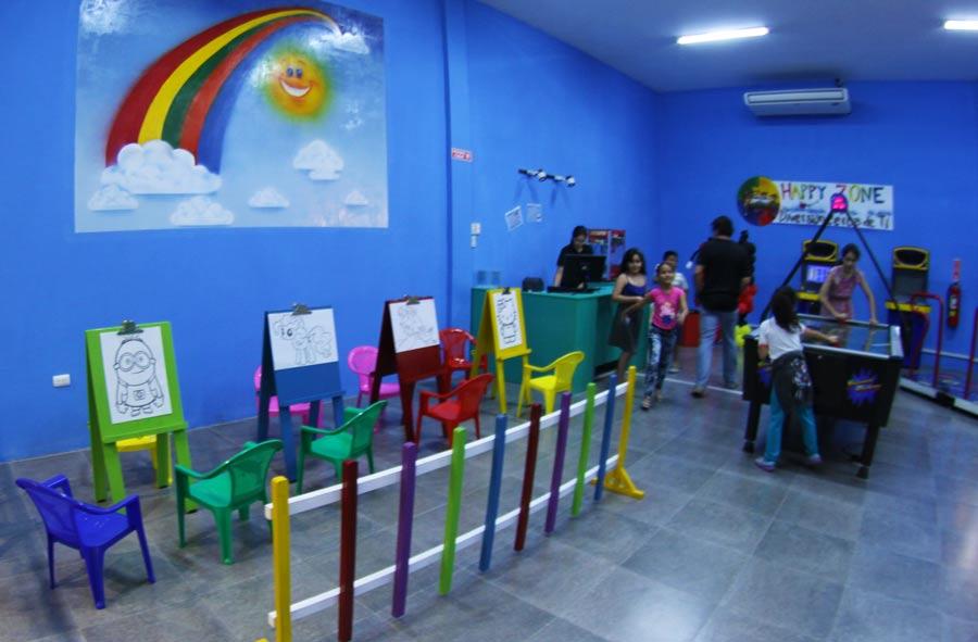 Pintar es una atracción que disfrutan los niños